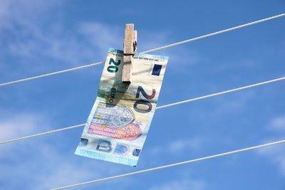 Verplichting voor financiële instellingen om in het verleden uit het buitenland gerepatrieerde geldmiddelen opnieuw onder de loep te nemen ?